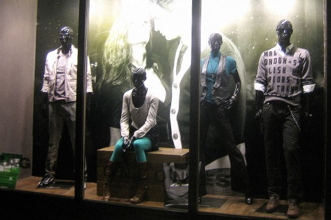 window display VMD, F/W 2008 collection in Shenzhen shop | British Fashion Retail Brand – Magnum London :: graphical visual merchandising