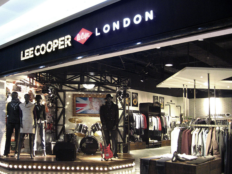 shop front, bulkhead, stage concept inspired lighting mirror ball window display | British Fashion Denim Retail Brand - Lee Cooper in China :: Fujian Shishi store retail design