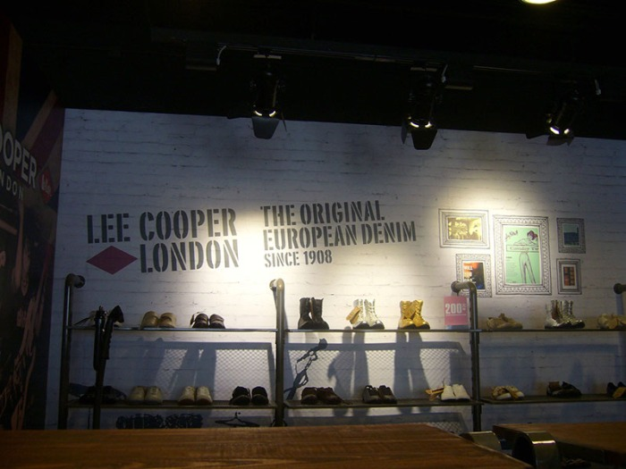 Lee Cooper Beijing Shangjia Outlet :: Inside Graphics