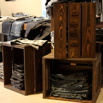 vintage beer boxes as VM display | Lee Cooper in China :: fixture and furniture for flagship store