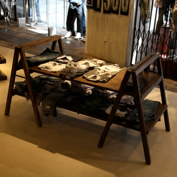 vintage A-legs two-levels display table | Lee Cooper in China :: fixture and furniture for flagship store