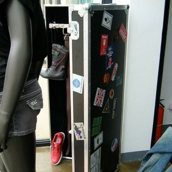 traveling trunk for display accessories, brand identity stickers | British Fashion Denim Retail Brand - Lee Cooper in China :: retail graphic and visual merchandising all shops