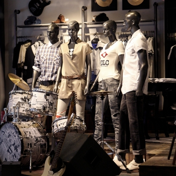 Lee Cooper in China :: retailing design and visual merchandising all shops props :: mannequins in flagship display