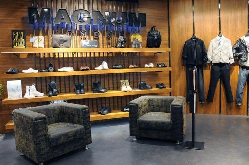black raw steel POP stand, bag holder, magazine rack, shoes display shelf | British Fashion Retail Brand - Magnum London :: Visual Merchandising